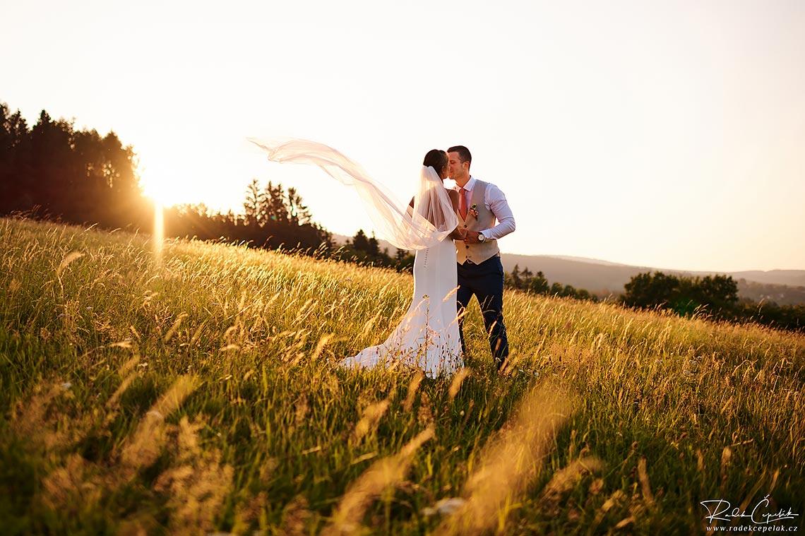 svatební fotografie v přírodě