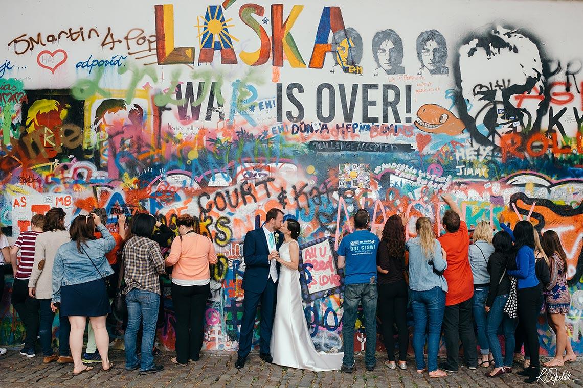 svatební fotografie Lennova zeď